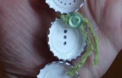Снеговик из крышек