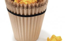 Бумага против пластика или одноразовая корзина для мусора
