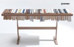 Оригинальная  вешалка для книг
