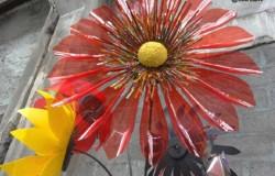 Большие объемные цветы из пластиковых бутылок